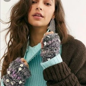 NWT Free People x Knit Collage Daisy Chain Mittens
